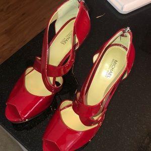 Got red pumps?💋💄